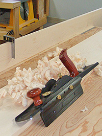 A jack plane and maple shavings